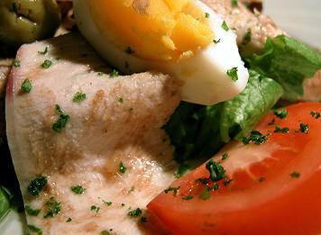 uova e prosciutto con prezzemolo