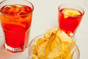 Ricette cocktail e aperitivi il giornale del cibo for Bicchiere da spritz