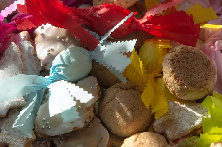 Ricetta dolcetti sardi di mandorle pilichittos for Ricette dolci sardi