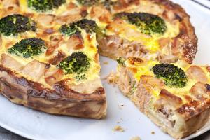 quiche-alla-ricotta-broccoletti-e-salmone-affumicato