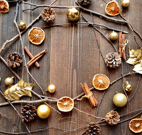 Decorazioni natalizie fai da te come realizzare una ghirlanda - Decorazioni natalizie country fai da te ...