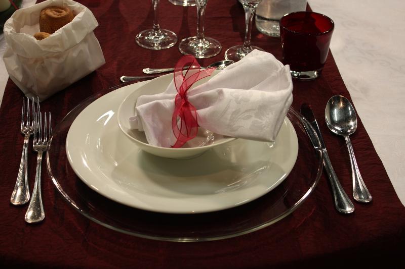 Come apparecchiare la tavola la video guida giornale del cibo - Disposizione bicchieri a tavola ...
