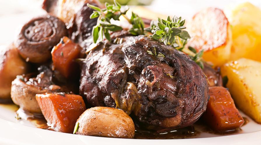 ricetta gallo brasato al merlot - giornale del cibo - Come Cucinare Il Gallo