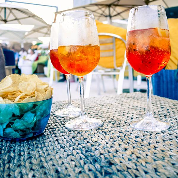 Storia dello spritz perch si chiama cos for Bicchieri aperol spritz