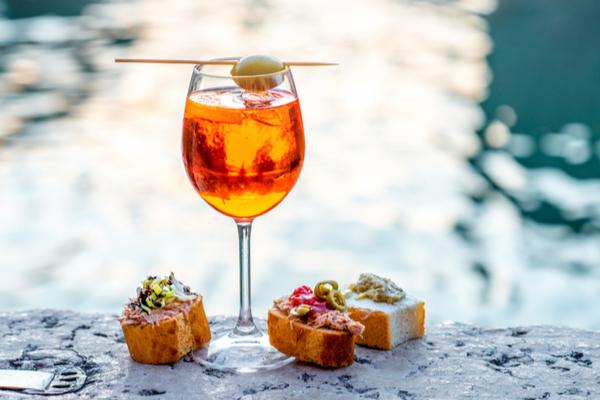Storia dello spritz perch si chiama cos e come si evoluto for Bicchieri aperol spritz