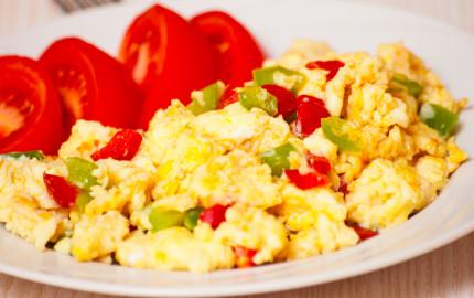 uova strapazzate con mozzarella