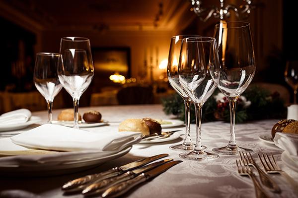 Galateo come mangiare correttamente a tavola - Si mette in tavola si taglia ma non si mangia ...