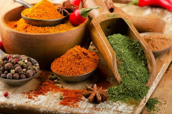 Spezie e propriet benefiche sono davvero curative - Le spezie in cucina ...