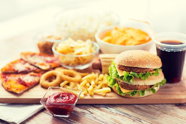 Estremamente Tasse sul cibo spazzatura: di cosa si tratta e quanto sono davvero  ST59