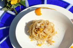 spaghetti miele noci e parmigiano