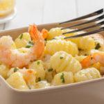 chicche di patate zucchine e gamberetti