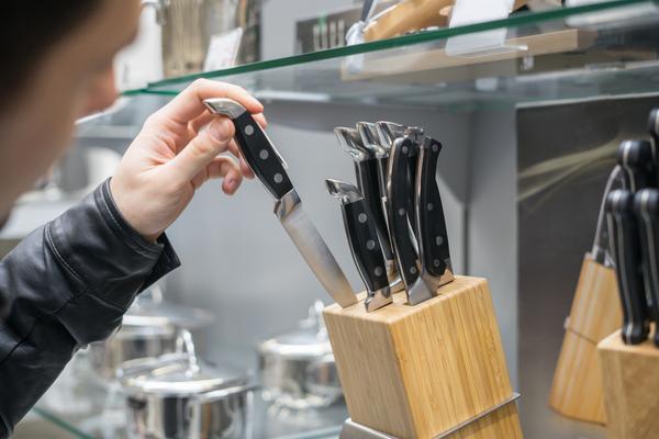 Tipi di coltelli da cucina materiali usi e manutenzione - Kit coltelli da cucina ...