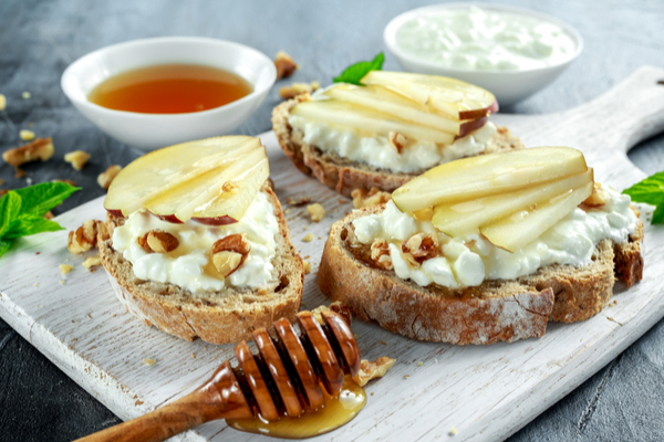 tartine pere e formaggio